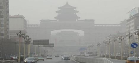 Photo taken on March 9, 2013 shows the dust-blanketed Beijing West Railway Station in Beijing, capital of China. A cold front brings strong wind as well as sand and dust to Beijing on March 9.(Photo:Xinhua)